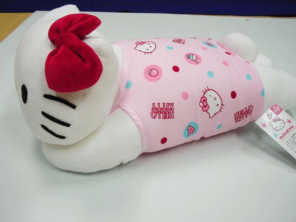 キティちゃんの抱き枕横向き