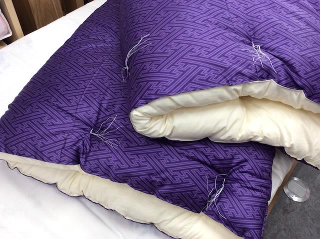 紫のお布団